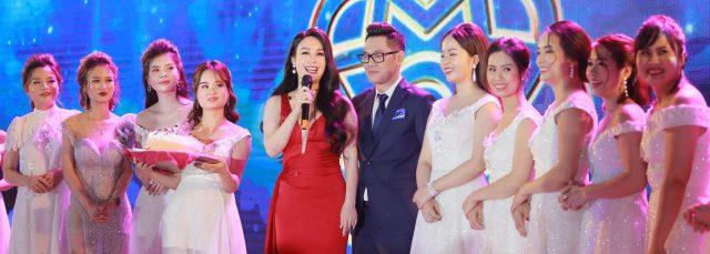CEO Nguyễn Thị Ánh xúc động nghẹn ngào trong Lễ ra mắt Công ty Cổ phần Tập đoàn HATHOR
